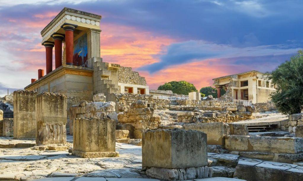 Tour ancient palaces in Crete.