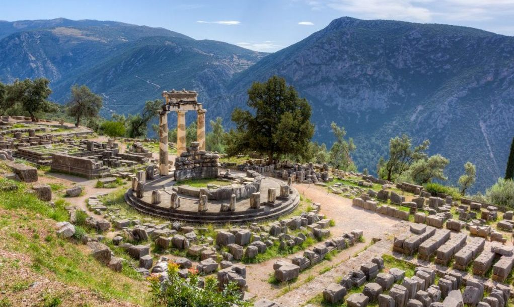 Consult an oracle of the past in Delphi.
