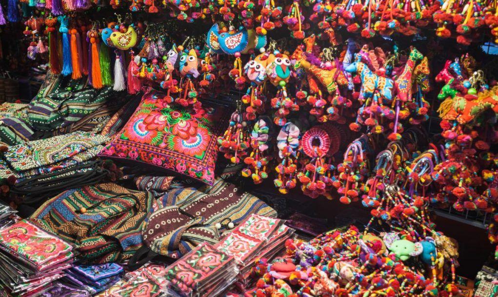 thai silk market