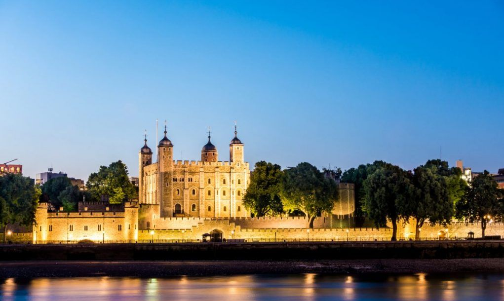 tower of london dusk