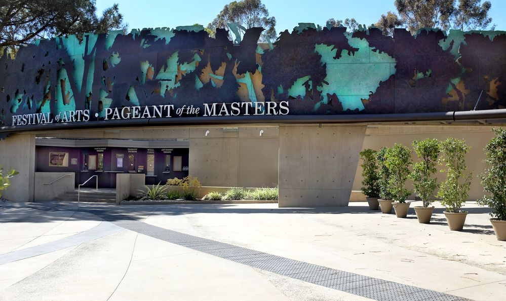 The venue hosts the annual Pageant of the Masters, where live performers pose in famous painting recreations