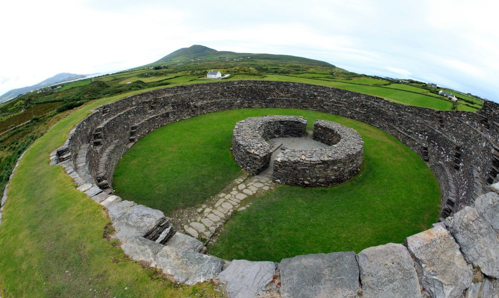 Cahergal Stone Fort dating from the Iron Age (500BC to 400 AD), Near Cahirciveen, The Ring of Kerry, County Kerry, Ireland