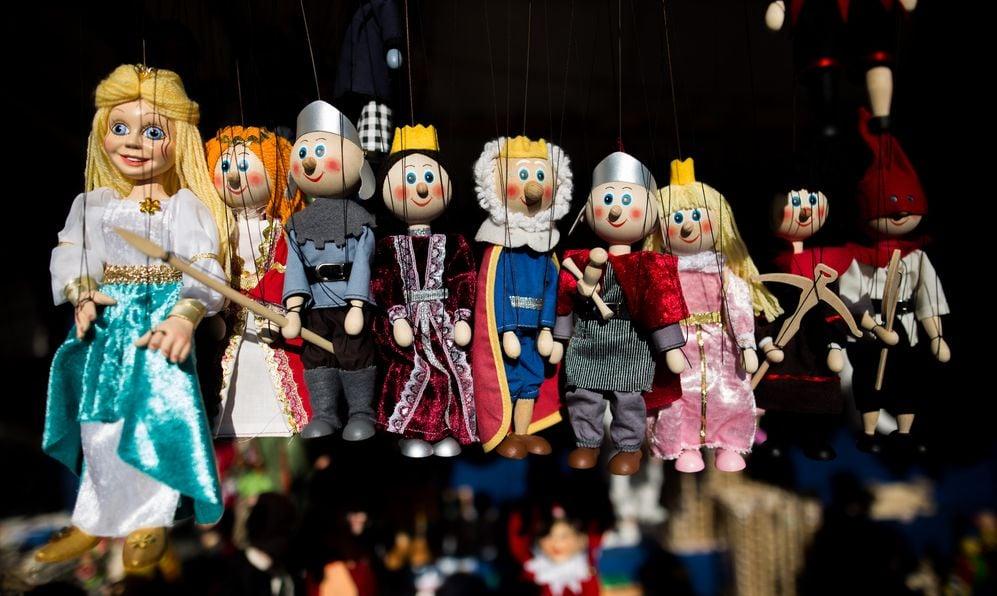 Marionette kingdom figure