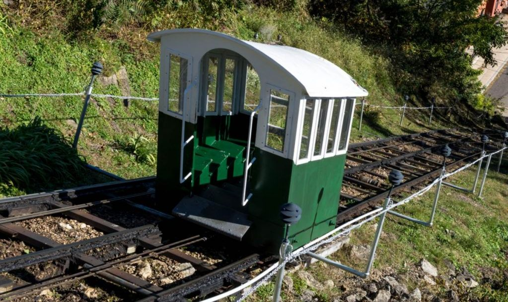 Narrow gauge funicular railway, Dubuque, Iowa. This railway has been called the shortest, steepest scenic railway.