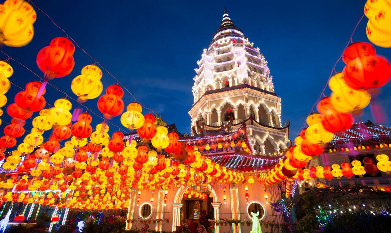 kek lok si temple penang malaysia illuminated at night chinese new year traditional festival