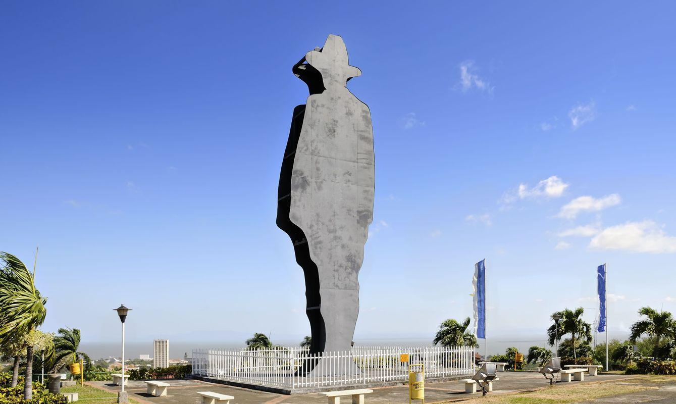 Silhouette monument of Augusto Cesar Sandino on Loma de Tiscapa, Managua, Nicaragua