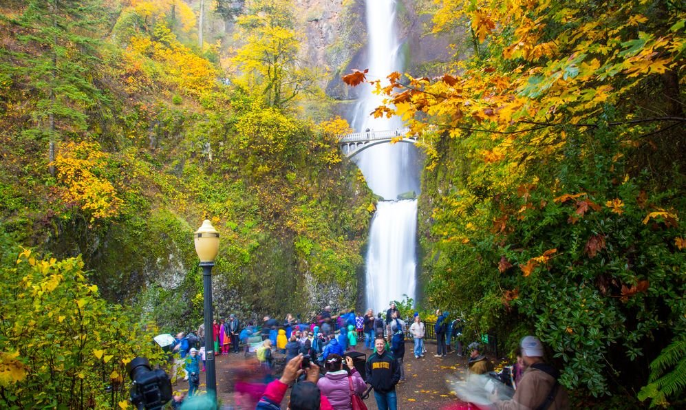 Multnomah Falls and foot bridge in the Columbia River Gorge National Scenic Area, Oregon