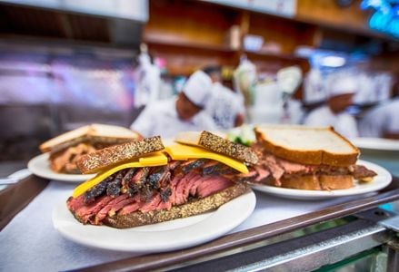 10 Must-Visit Restaurants in New York City