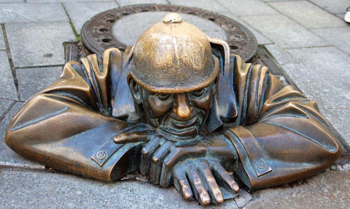 bratislava - man at work statue