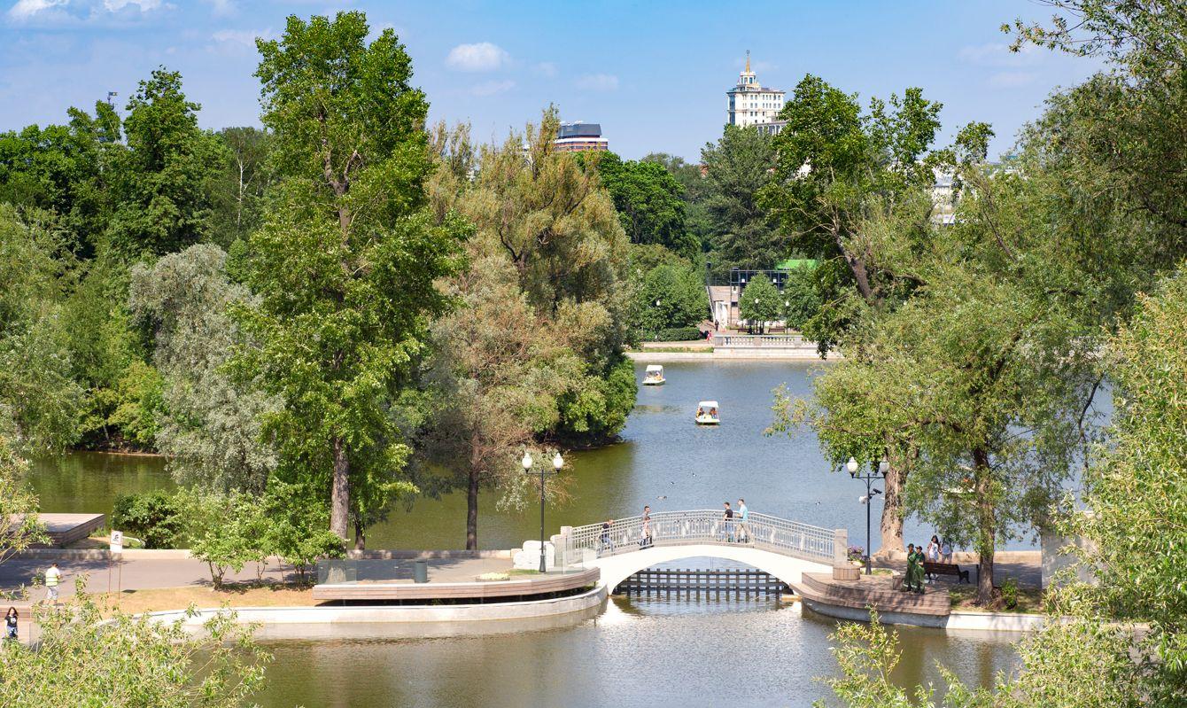 Gorky park, bridge over the pond