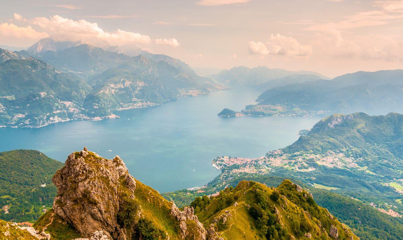 Panoramic view of Lago di Como