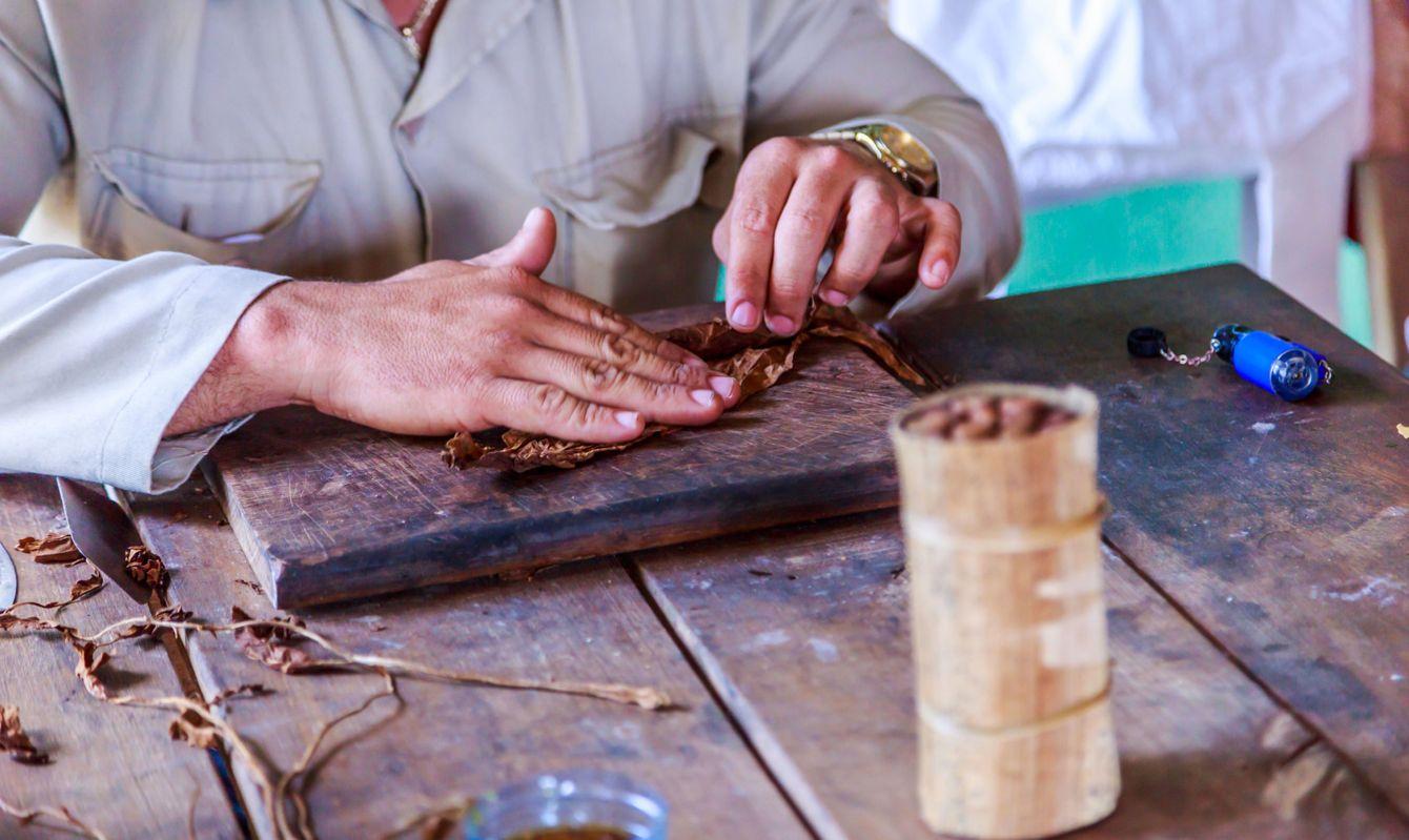 Rolling of cigars in Viñales