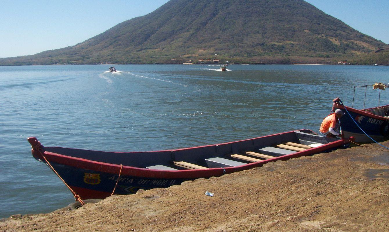 Isla de El Tigre, en el Golfo de Fonseca, perteneciente a Honduras. Vista desde el muelle de Coyolito