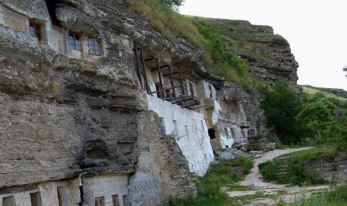tipova cave monastery