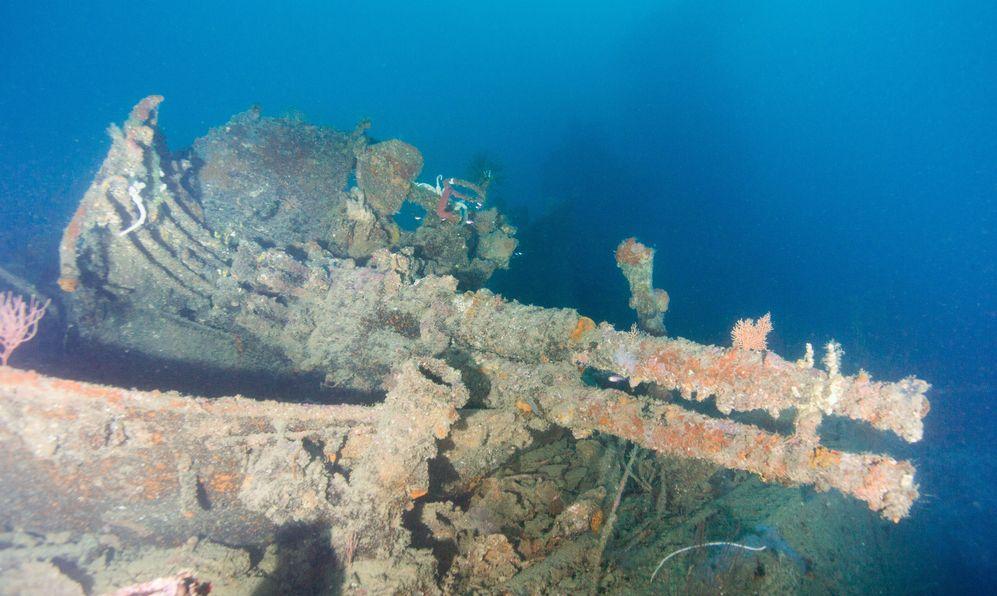 anti-aircraft gun on ww2 shipwreck guadalcanal solomon islands