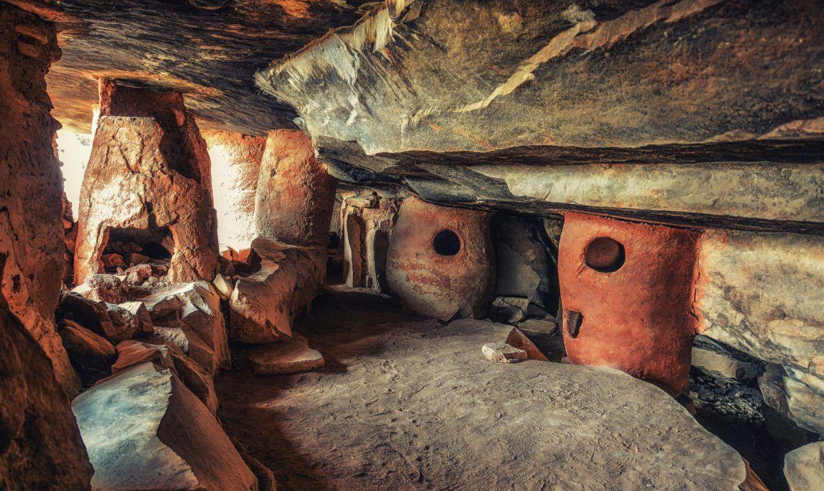 Caves Grottes de Nok