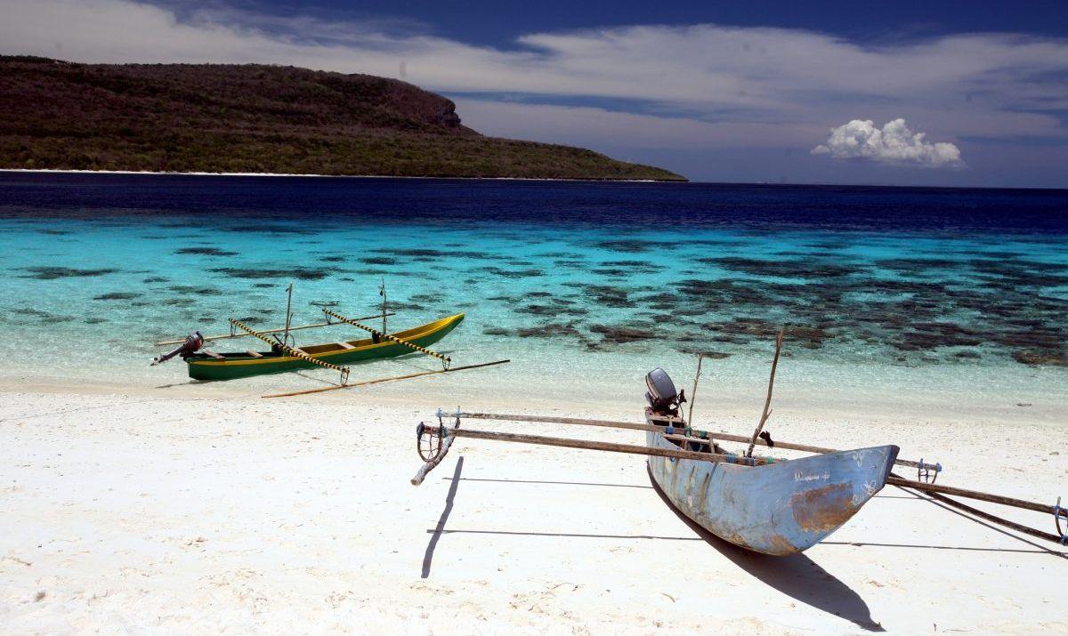 An unspoilt beach on Jaco Island.