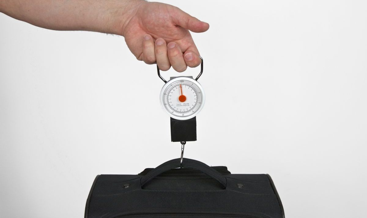 weigh baggage luggage scales