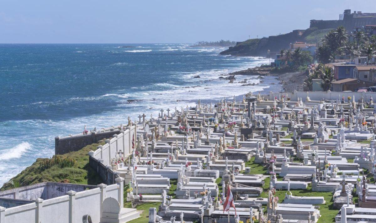 Santa María Magdalena de Pazzis Cemetery overlooks the ocean.