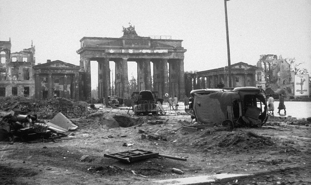 circa 1945:  Wrecked vehicles on the Unter Den Linden near the Brandenburg Gate, Berlin.