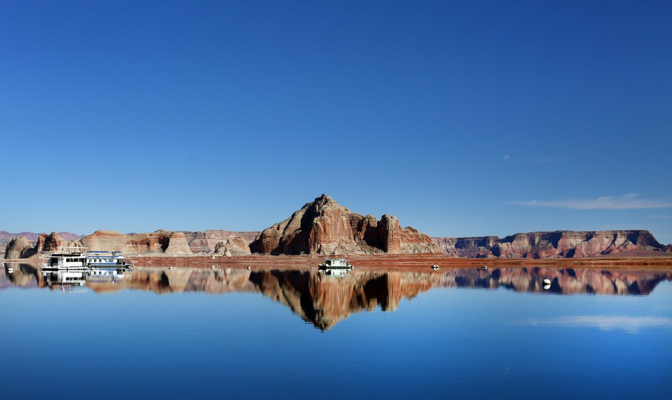 Lake Powell, in Glen Canyon National Recreation Area, is one of the world's great places for house boating! The 186-mile long lake offers sandy beaches, cool blue water, and exceptional red-rock scenery, It is excellent for boating, skiing, kayaking and fishing