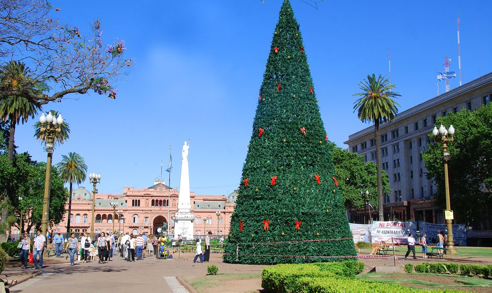 christmas tree in center of buenos aires