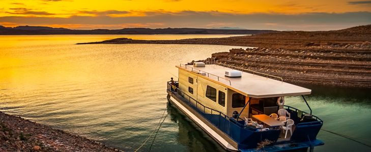 Why Not Drop Anchor And Vacation in a Houseboat?