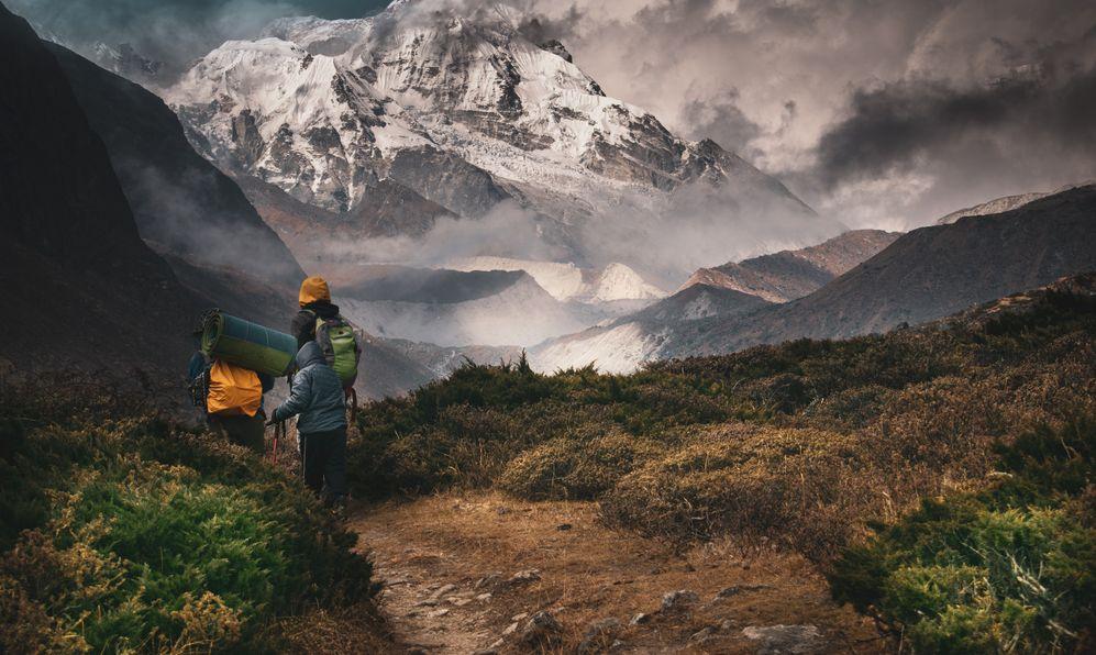 Kangchenjunga, Hiking into the mountain