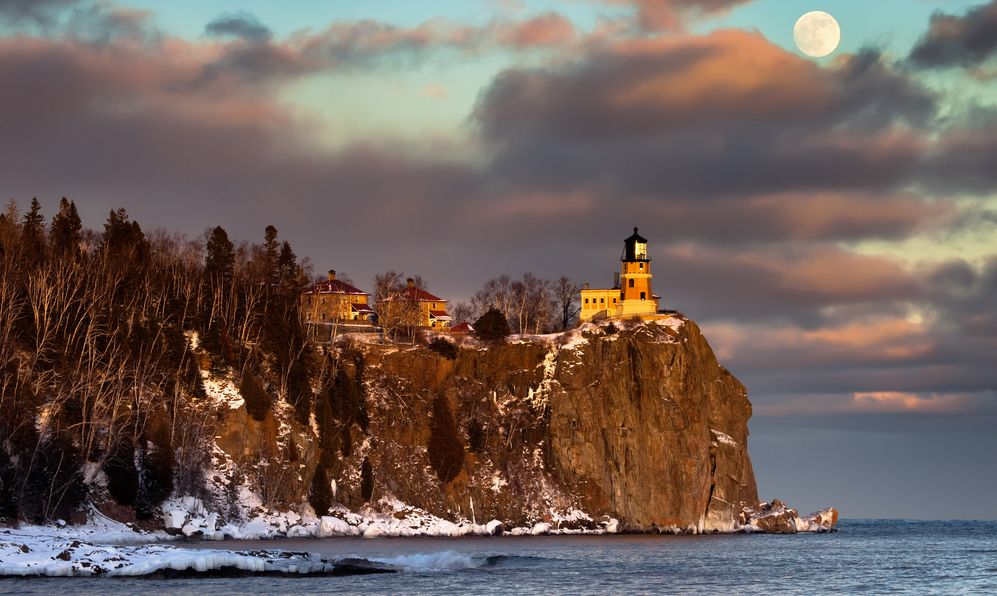 Moonrise and sunset at Split Rock Lighthouse, North Shore of Lake Superior, Minnesota