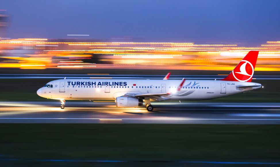 Turkish Airlines Airbus A321-231 (CN 5546) takes off from Istanbul Ataturk Airport